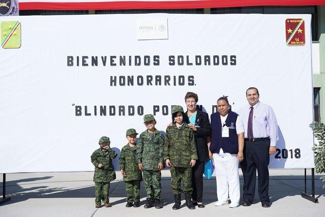 ¡En reconocimiento al valor y la lucha que cruzan los menores contra el cáncer, fueron soldados por un día!