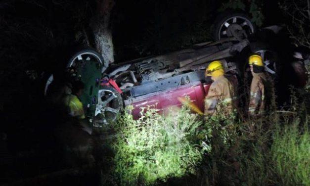 ¡Volcadura de una camioneta en Aguascalientes dejó 1 muerta y 2 lesionados!