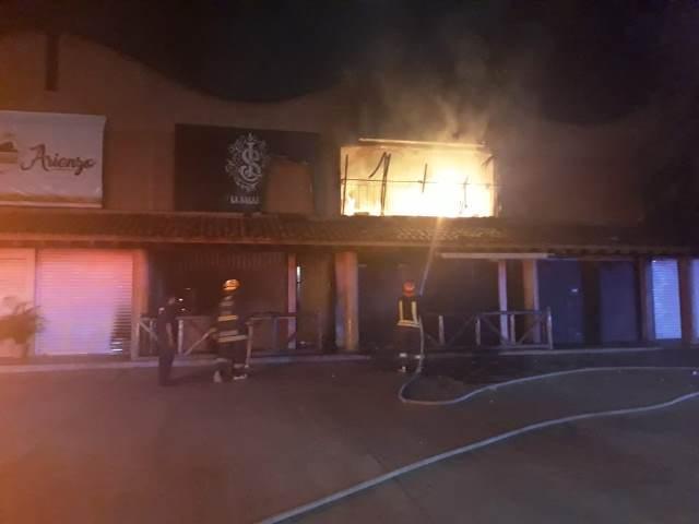 """¡Se incendió el bar """"La Salazar"""" en Aguascalientes y se perdió todo el negocio!"""