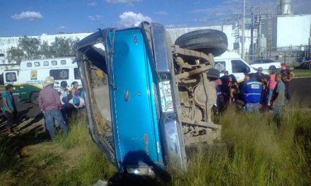 ¡Volcadura de una camioneta en Aguascalientes dejó 3 lesionados!