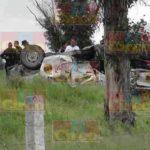 ¡Choque-volcadura entre 2 camionetas en Fresnillo dejó 3 muertos y 3 lesionados!