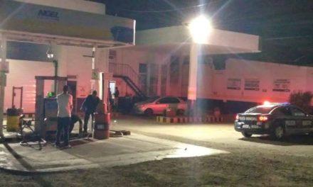 ¡2 sujetos asaltaron una gasera en Aguascalientes y se llevaron más de $1 millón!