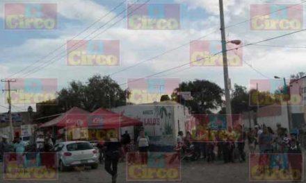 ¡2 hombres resultaron lesionados tras ser atropellados por 2 autos que chocaron en Lagos de Moreno!