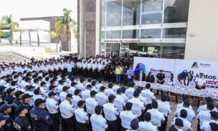 ¡Tere Jiménez aporta a la formación de hijos de policías!