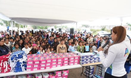 ¡Visita Tere Jiménez comunidades rurales para entregar apoyos escolares en este regreso a clases!