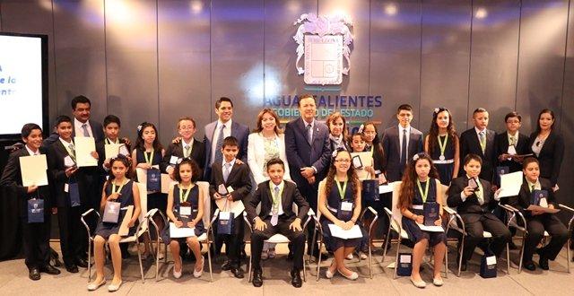 ¡Otorgan becas a alumnos ganadores de la Olimpiada del Conocimiento Infantil 2018!