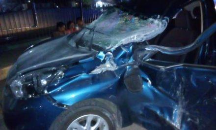 ¡Joven automovilista resultó lesionada tras estrellarse contra un tráiler en Aguascalientes!