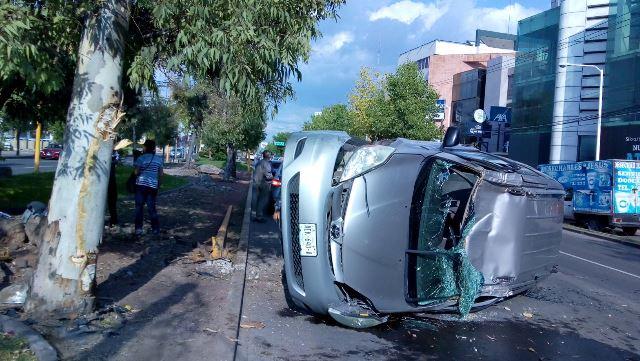 ¡Choque-volcadura entre dos camionetas dejó una mujer lesionada en Aguascalientes!