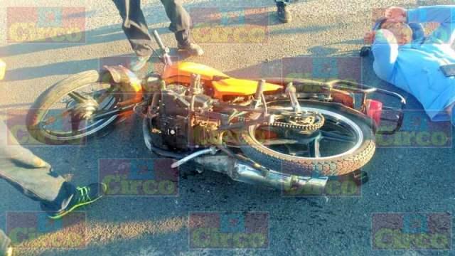 ¡Motociclista lesionado tras estrellarse contra otro vehículo en Lagos de Moreno!