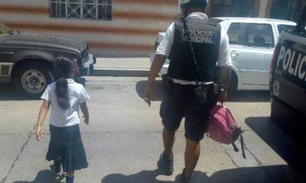 """¡Mujer """"olvidó"""" ir por su hija de 6 años de edad a la escuela en Aguascalientes y policías municipales se la llevaron a su casa!"""