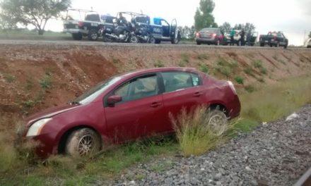 ¡Volcadura de un automóvil en Aguascalientes dejó al conductor lesionado y hospitalizado!