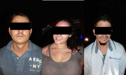 ¡Detuvieron en Calvillo, Aguascalientes, a 2 sujetos y 1 mujer con un arma de fuego!