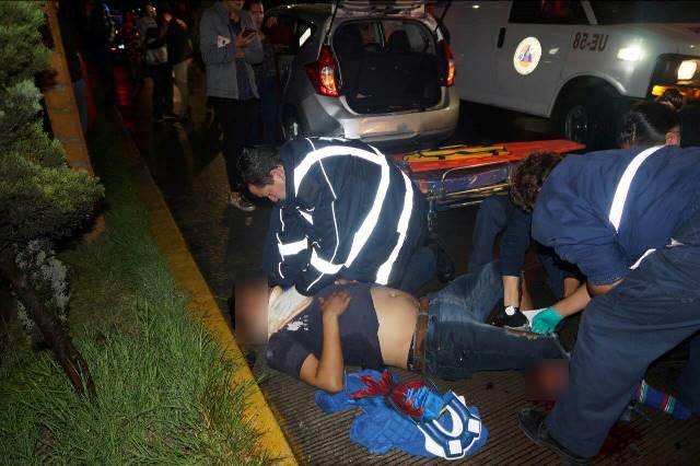 ¡Grave joven que fue prensado entre dos automóviles en Aguascalientes en accidente provocado por un ebrio!