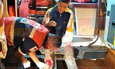 ¡2 adolescentes resultaron lesionados tras caer de una motocicleta en Lagos de Moreno!