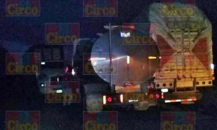 ¡Cuantiosos daños materiales dejó carambola de tres camiones de carga en San Juan de los Lagos!