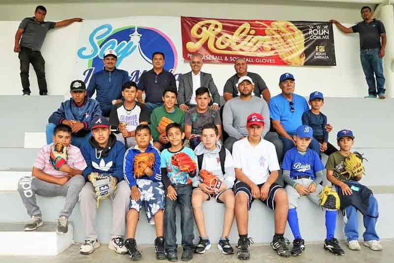 ¡Entrega Noel Mata material y equipo deportivo a la Academia Municipal de Beisbol!