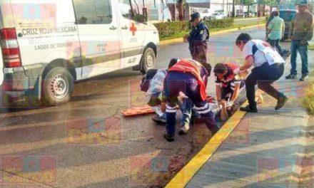 ¡Grave motociclista embestido por una automovilista en Lagos de Moreno!