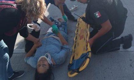 ¡Mujer motociclista murió aplastada por un camión urbano en Aguascalientes!