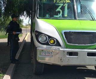 ¡Camión urbano atropelló y lesionó a madre e hijo en Aguascalientes!