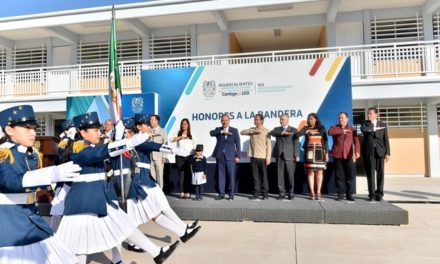 ¡Preside el gobernador honores a la bandera en la escuela de nueva creación Desiderio Macías Silva!