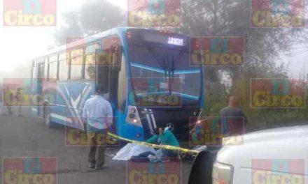 ¡Motociclista murió arrollado por un camión de pasajeros en Unión de San Antonio, Jalisco!