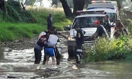 ¡Bomberos rescataron a un hombre de un arroyo en Lagos de Moreno!