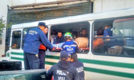 ¡Chofer de camión urbano sufrió un infarto y se accidentó en Lagos de Moreno!