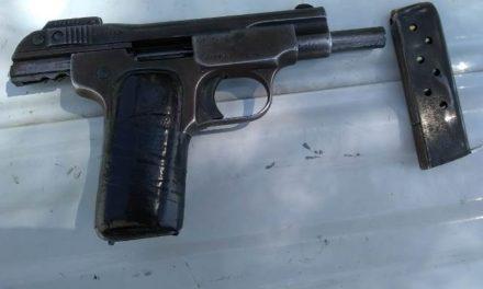 ¡Tras persecución detuvieron a un sujeto con un arma de fuego y droga en Aguascalientes!