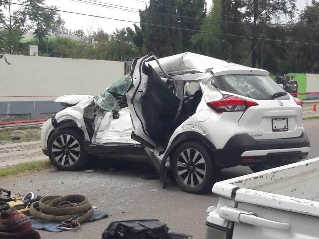 ¡Espantoso accidente en Encarnación de Díaz: murieron madre e hijo y otro resultó herido!