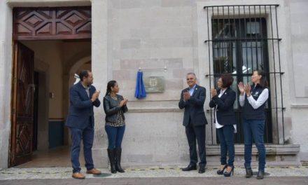 ¡Devela Noel Mata la placa que cataloga al Palacio Municipal como patrimonio histórico!