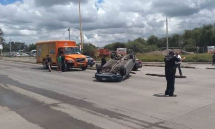 ¡Mujer automovilista resultó lesionada tras un choque-volcadura en Aguascalientes!