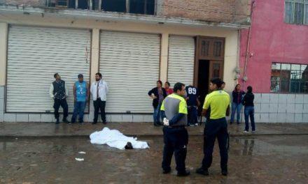 ¡Hombre murió electrocutado y tras caer de 9 metros de altura en Pabellón de Arteaga, Aguascalientes!