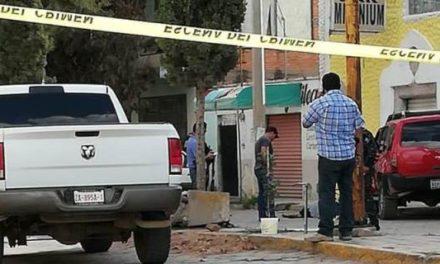 ¡Joven fue ejecutado a balazos en la Zona Centro de Loreto al conducir su camioneta!