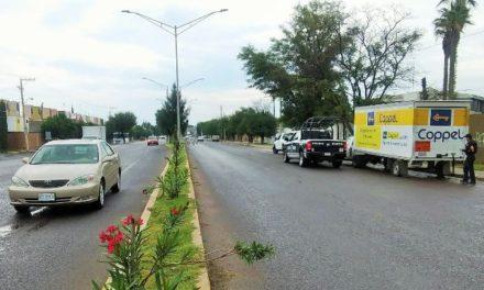 ¡Pistoleros asaltaron a empleados de Coppel y los despojaron de una camioneta cargada con mercancía!