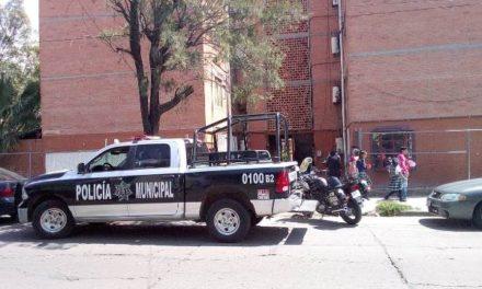 ¡Halló a su esposo muerto y colgado en su departamento en Pilar Blanco en Aguascalientes!