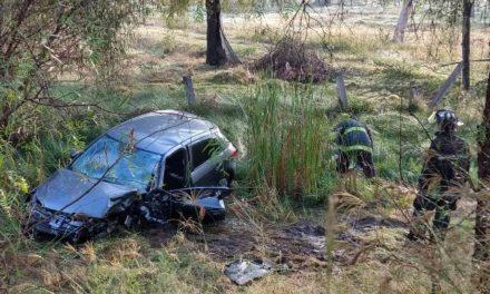 ¡Joven automovilista resultó lesionado tras estrellarse contra un árbol en Aguascalientes!