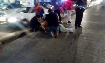 ¡Una mujer motociclista atropelló a una peatón y ambas resultaron lesionadas en Aguascalientes!