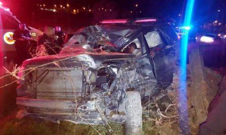 ¡Camioneta se estrelló contra la barda de un rancho abandonado en Aguascalientes y 2 hombres resultaron lesionados!