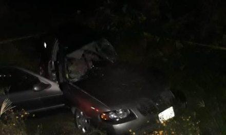 ¡2 mujeres muertas y 2 zacatecanos lesionados dejó choque frontal entre un camión de transporte de personal y un automóvil en Aguascalientes!