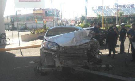 ¡Fuerte choque entre 2 automóviles dejó 3 lesionados en Aguascalientes!
