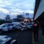 ¡Chofer de camión urbano impactó 5 vehículos en Aguascalientes, dejó 5 lesionados y lo querían linchar!