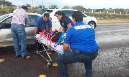 ¡Choque entre un auto y una camioneta en Aguascalientes dejó 4 lesionados!