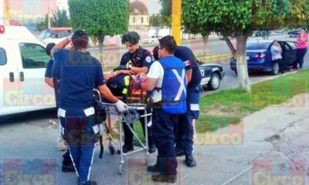 ¡Choque entre una camioneta y una patrulla dejó lesionado a un agente de Tránsito Municipal en Lagos de Moreno!