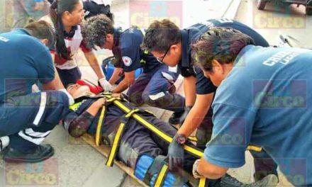 ¡2 agentes de Tránsito Municipal de Lagos de Moreno resultaron lesionados tras caer de sus moto-patrullas!