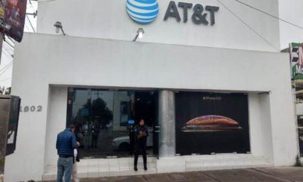 ¡Comando armado asaltó una tienda AT&T en Aguascalientes y se llevó $3 millones!