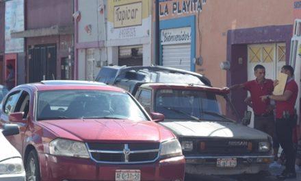 ¡2 pistoleros motociclistas asaltaron a cuentahabientes en Aguascalientes y les robaron $200 mil!