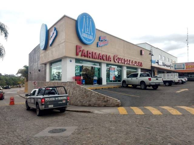 ¡Pistolero asaltó una Farmacia Guadalajara en Aguascalientes y se llevó $2,500!