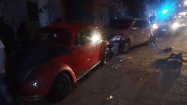 ¡Ladrón robó un auto y al huir chocó contra otros dos en Aguascalientes y fue detenido!