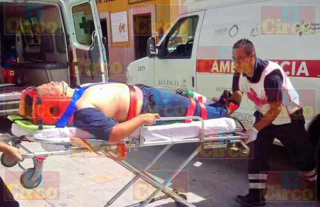 ¡2 hombres lesionados tras choque-volcadura en la carretera Lagos de Moreno-Encarnación de Díaz!