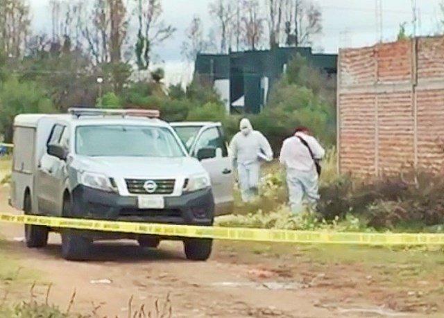 ¡Frente a la UTZAC de Guadalupe hallaron a un hombre ejecutado y encobijado!